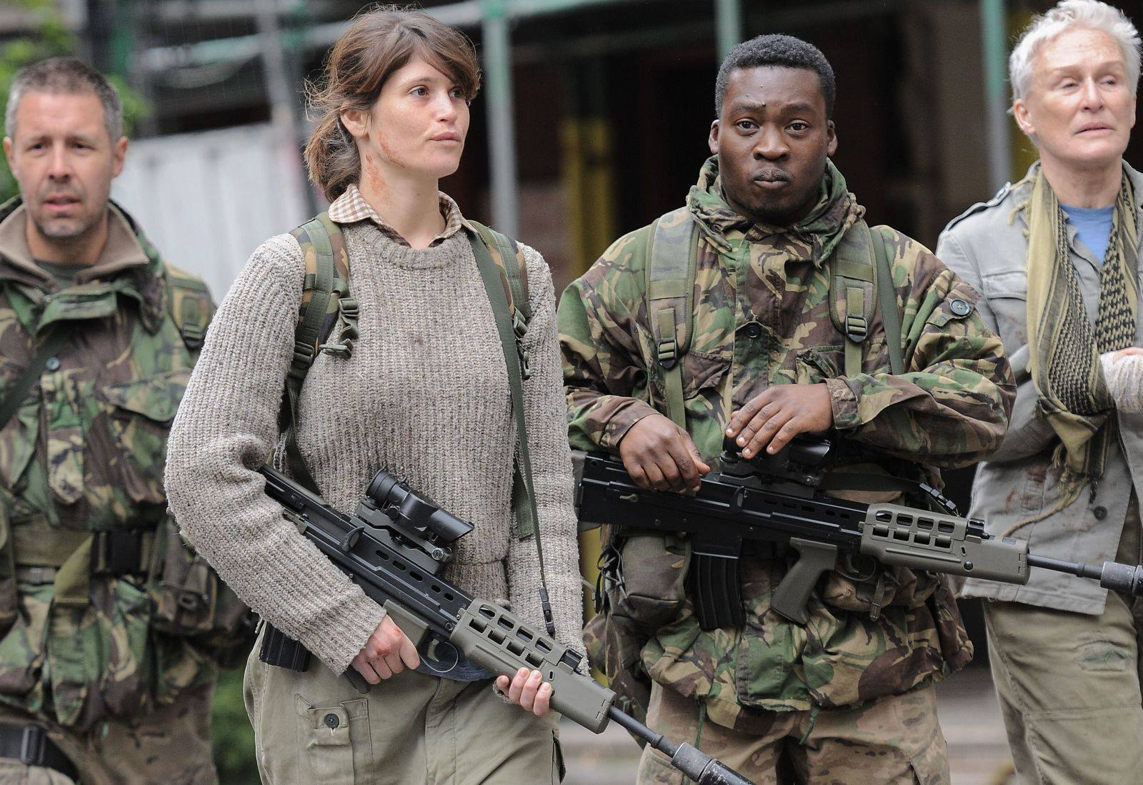 Paddy Considine, Gemma Arterton, Fisayo Akinade, Glenn Close in The Girl With All the Gifts (2016)