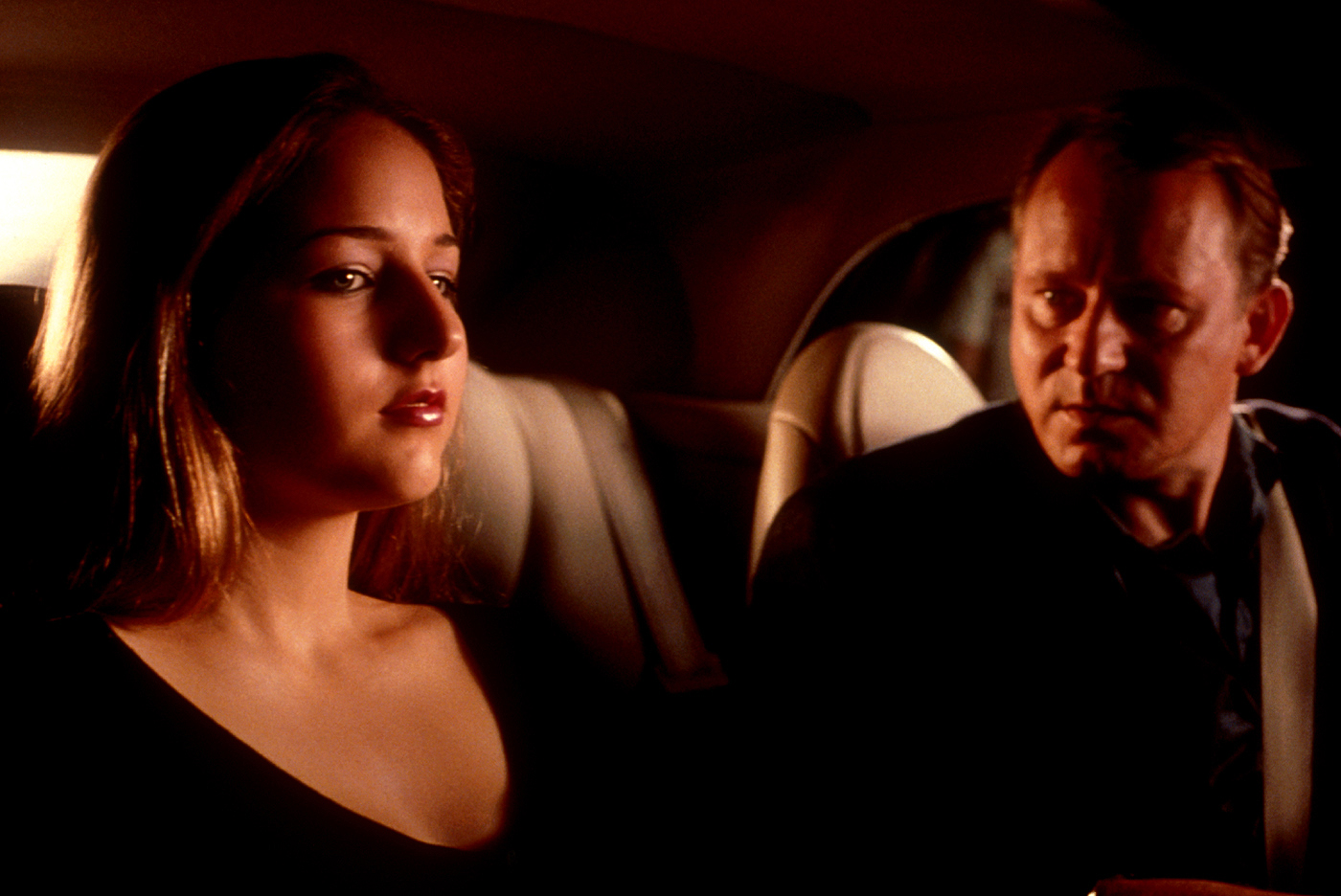 Leelee Sobieski and sinister stepfather Stellan Skarsgård in The Glass House (2001)