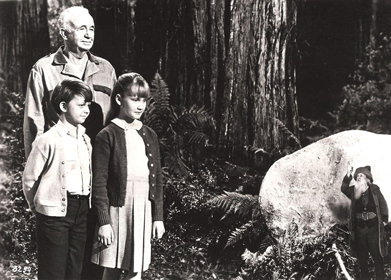 D.J. Mulrooney (Walter Brennan), Rodney (Matthew Gaber), Elizabeth (Karen Dotrice) and the gnome Knobby (Walter Brennan) in The Gnome-Mobile (1967)