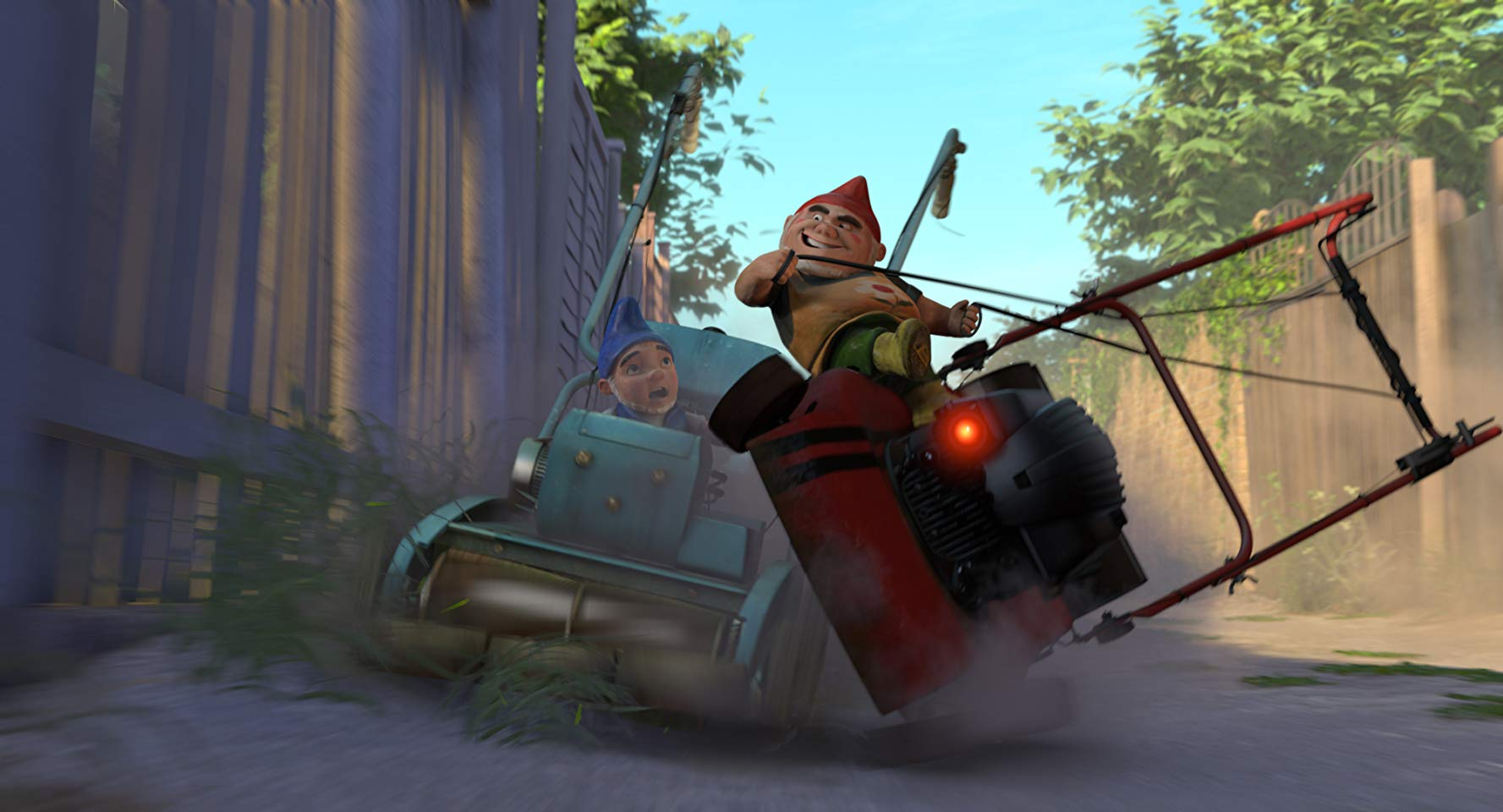 Garden gnomes in lawnmower races in Gnomeo & Juliet (2011)