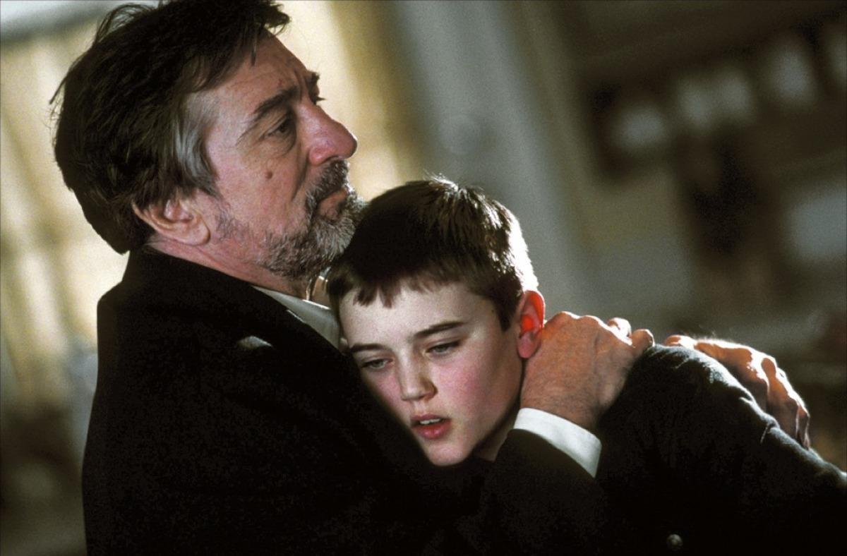 Robert De Niro consoles clone child Cameron Bright in Godsend (2004)