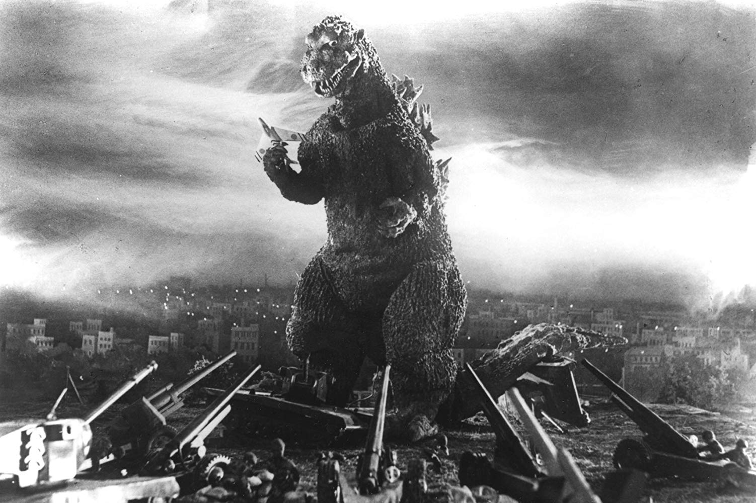 The military attempt to stop Godzilla in Godzilla, King of the Monsters (1954)