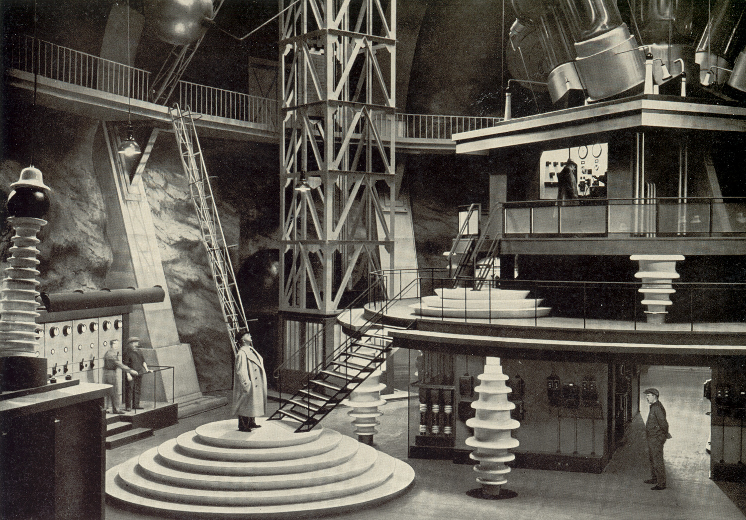 The amazing sets for the laboratory in Gold (1934)