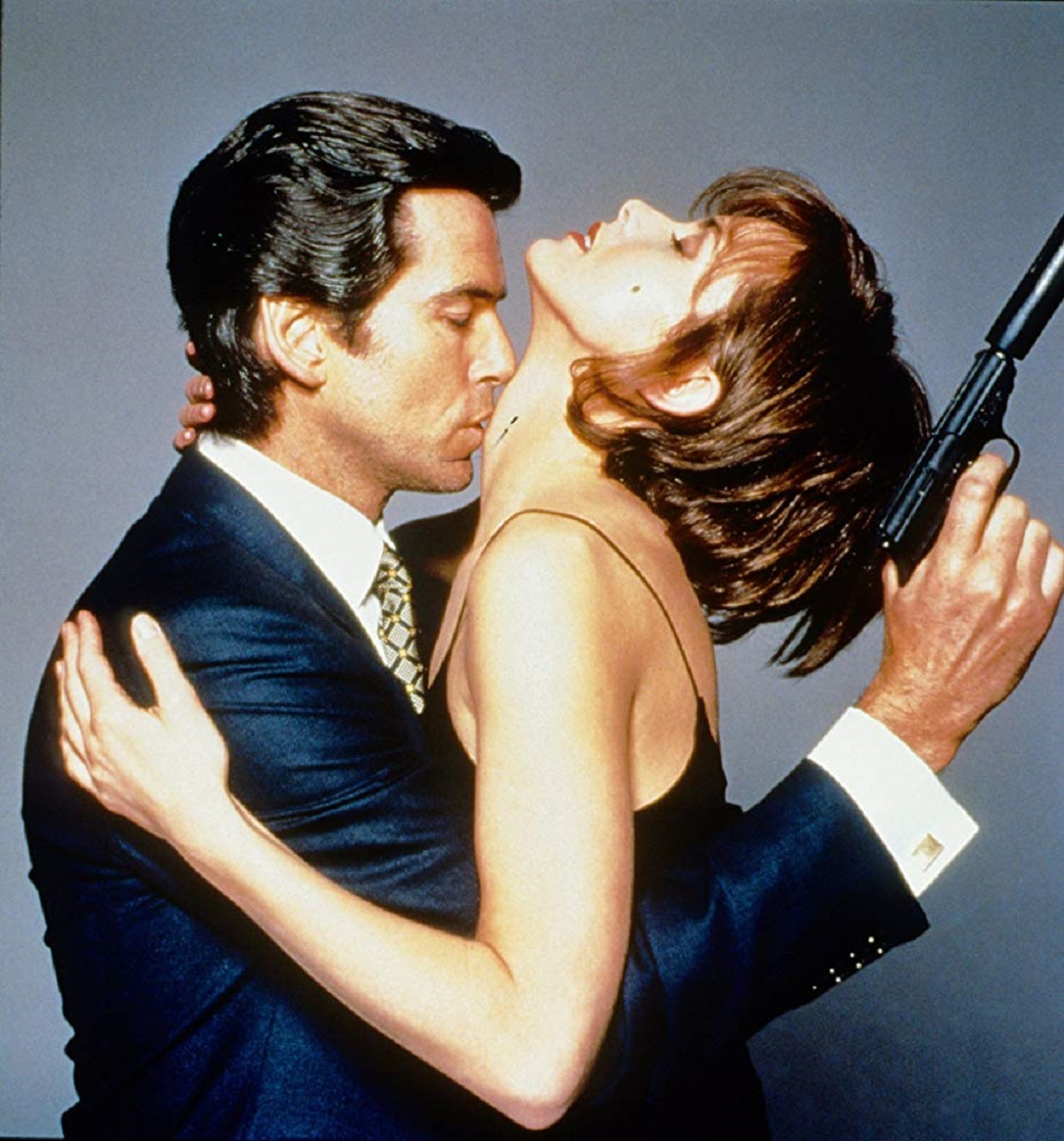 Pierce Brosnan, Izabella Scorupco in Goldeneye (1995)