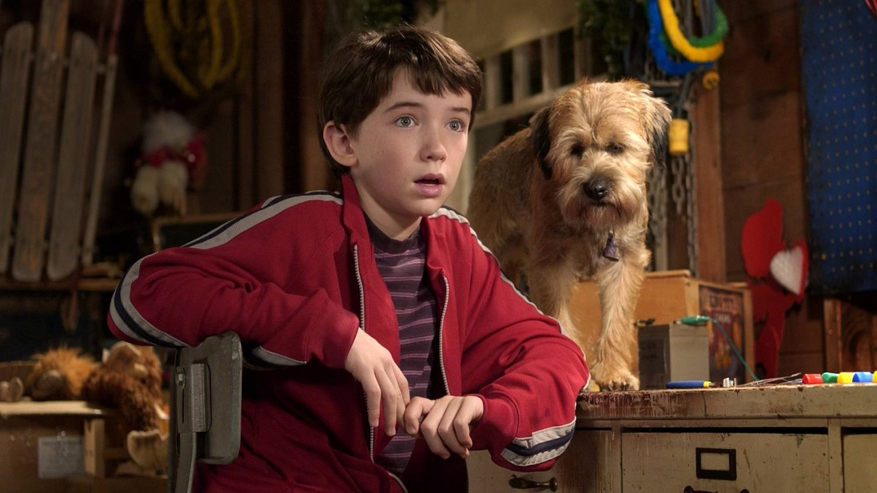 Liam Aiken with Hubble (voiced by Matthew Broderick) in Good Boy! (2003)