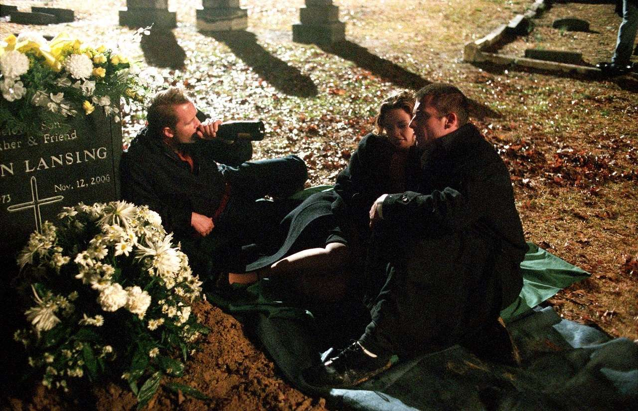 (l to r) Marcus Thomas, Josie Maran and Dominic Purcell get drunk on their friend's grave in The Gravedancers (2006)