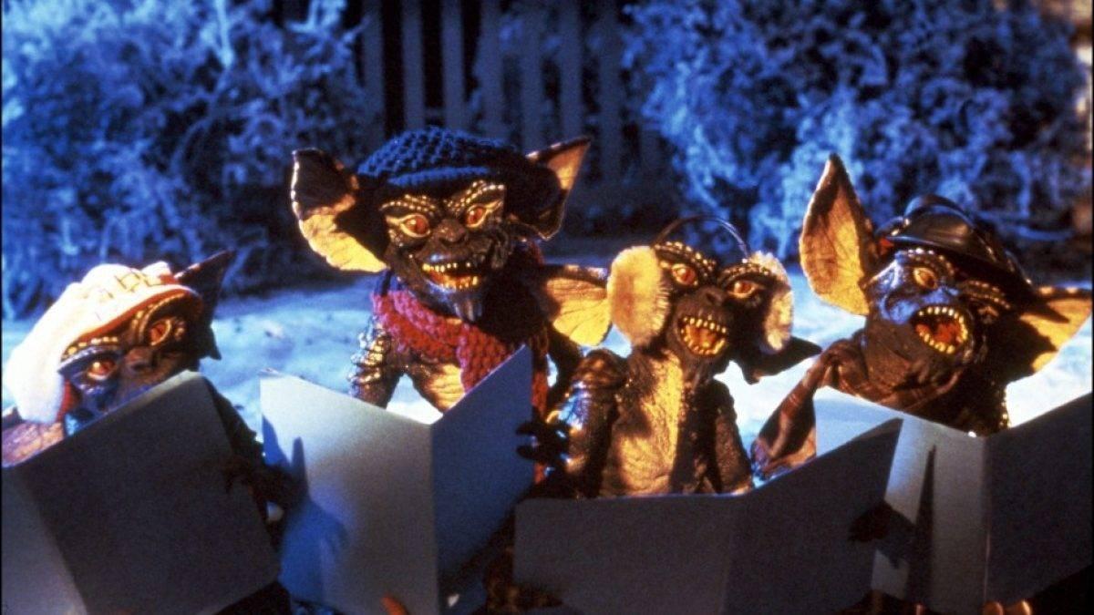 Gremlins Christmas-carolling in Gremlins (1984)