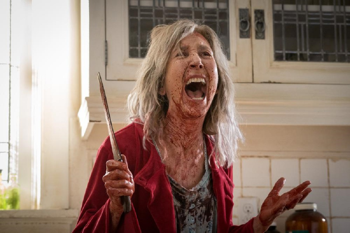 A maddened Lin Shaye under the influence of the ju-on in The Grudge (2020)