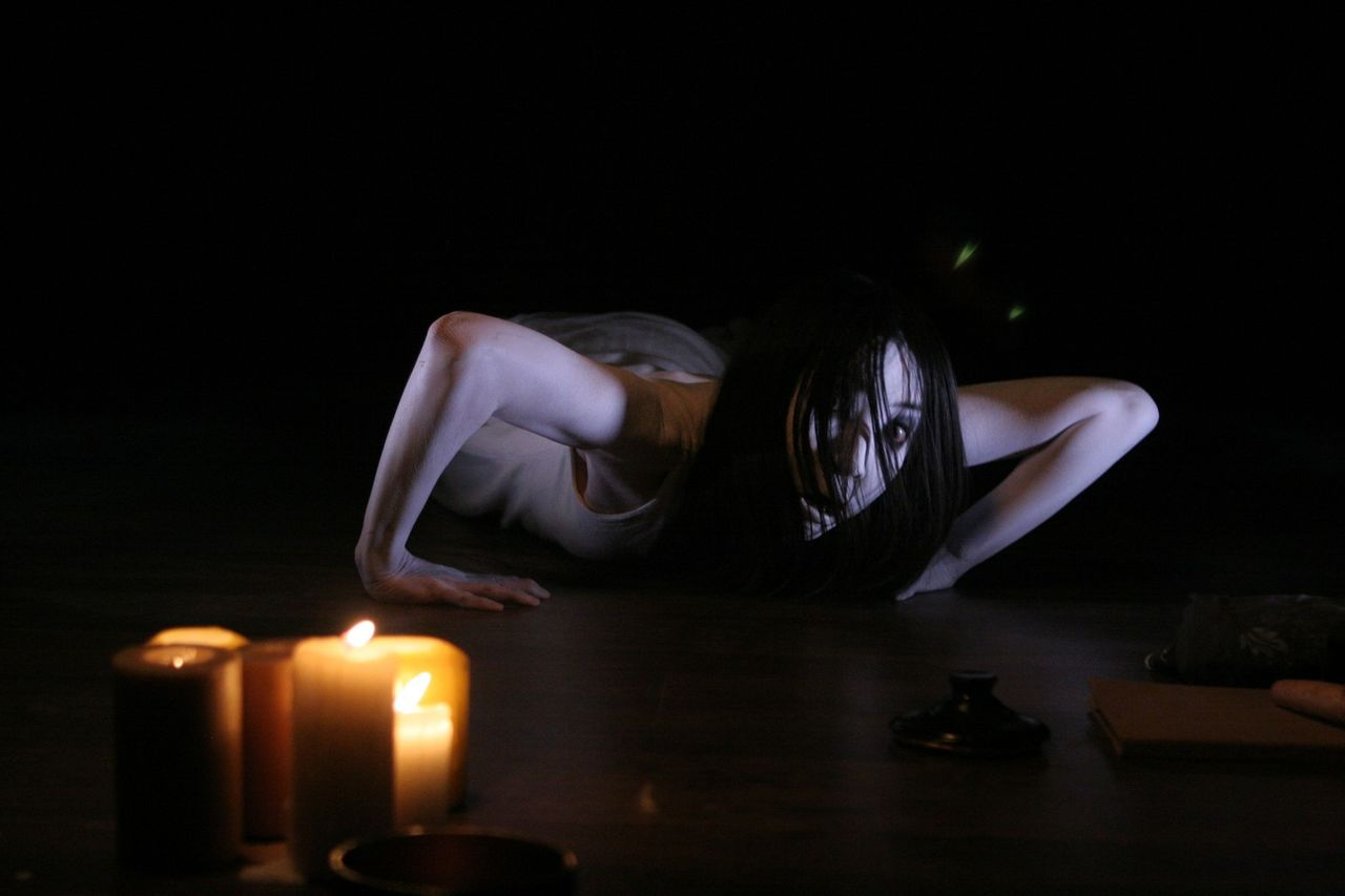 An attempt to exorcise Kayako (Aiko Horiuchi) in The Grudge 3 (2009)