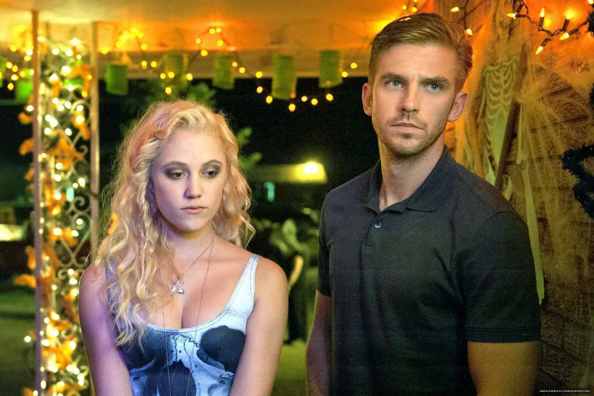 Dan Stevens and Maika Monroe in The Guest (2014)