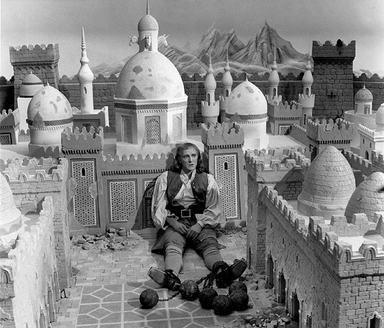Richard Harris as Lemuel Gulliver in Lilliput in Gulliver's Travels (1977)