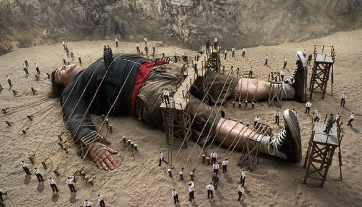 Lemuel Gulliver (Jack Black) imprisoned on the beach by the Lilliputians in Gulliver's Travels (2010)