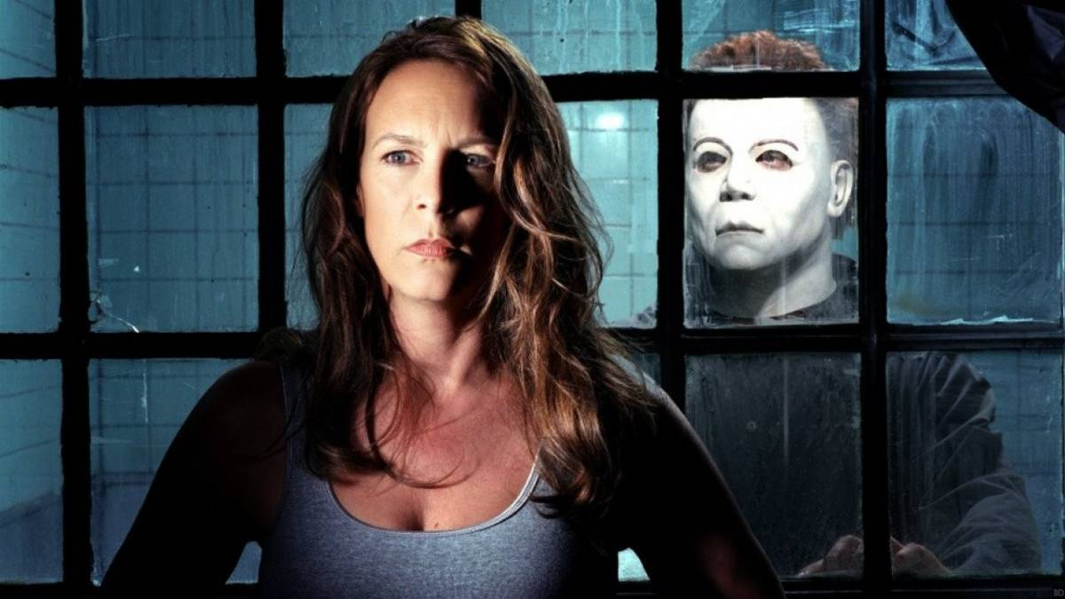 Jamie Lee Curtis back as Laurie Strode one more time and Michael Myers (Brad Loree) in Halloween Resurrection (2002)