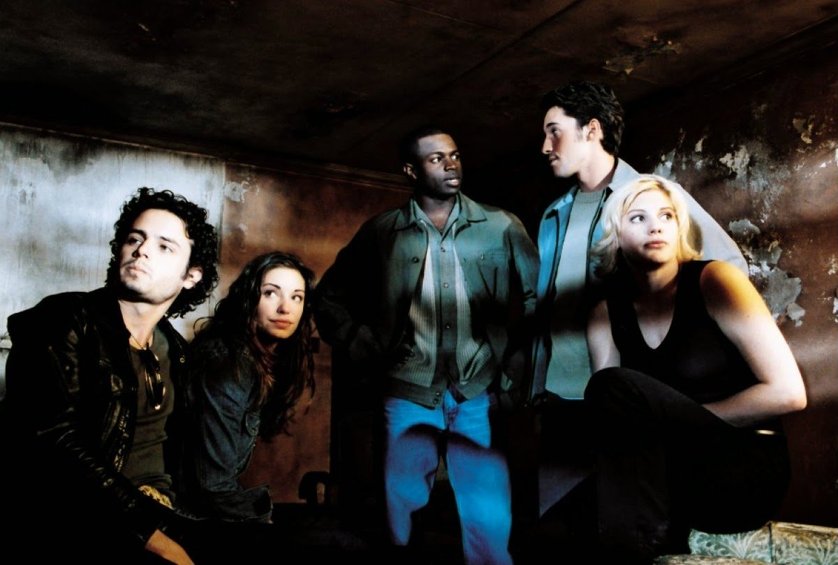 Reality tv crew in the old Myers house - Luke Kirby, Bianca Kajlich, Sean Patrick Thomas, Thomas Ian Nicholas and Katee Sackhoff in Halloween Resurrection (2002)