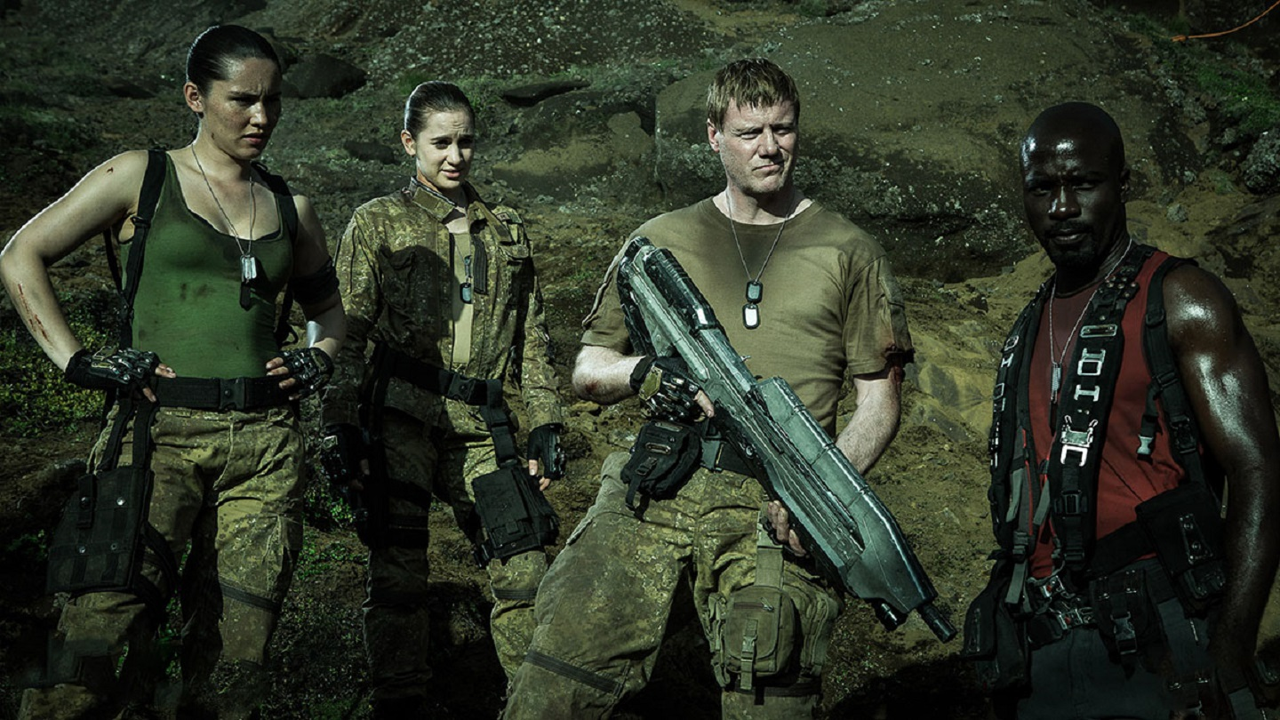 Soldiers stranded on a planetary fragment - Christina Chong, Jennie Gruner, Steven Waddington, Mike Colter in Halo Nightfall (2014)