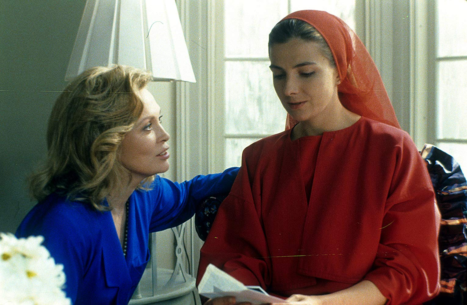 Serena Joy (Faye Dunaway) and Offred (Natasha Richardson) in The Handmaid's Tale (1990)