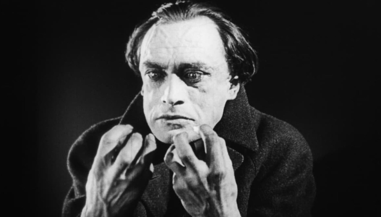 Conrad Veidt as pianist Paul Orlac with possessed hands in The Hands of Orlac (1924)