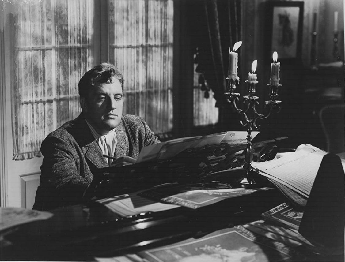 Laird Cregar sits at the piano in Hangover Square (1945)