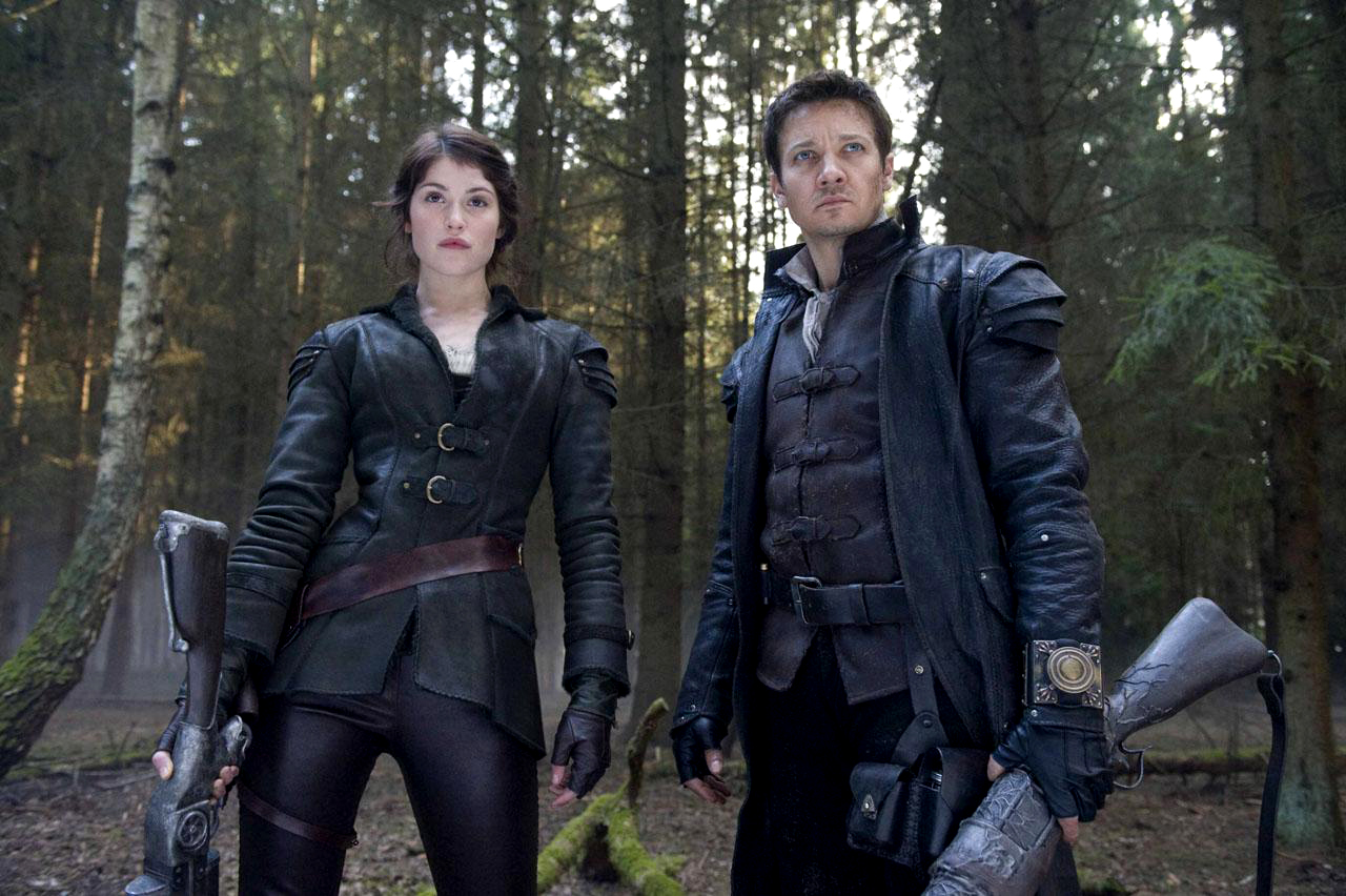 Gretel (Gemma Arterton) and Hansel (Jeremy Renner) ready for a spot of witch-hunting in Hansel & Gretel Witch Hunters (2013)