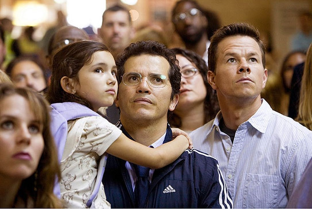 Mark Wahlberg (r) with colleague John Leguizamo (l) holding his daughter Ashlyn Sanchez in The Happening (2008)