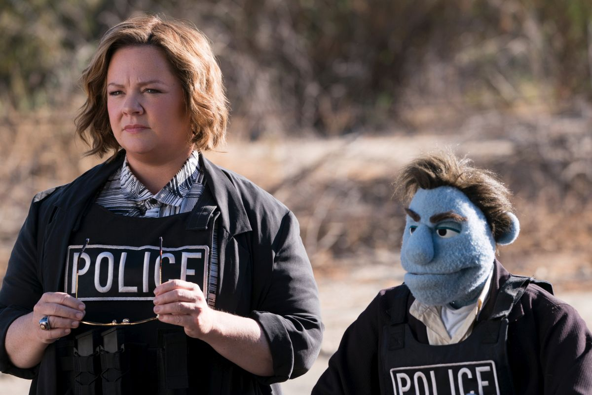Melissa McCarthy and her puppet partner Phil Philips in The Happytime Murders (2018)