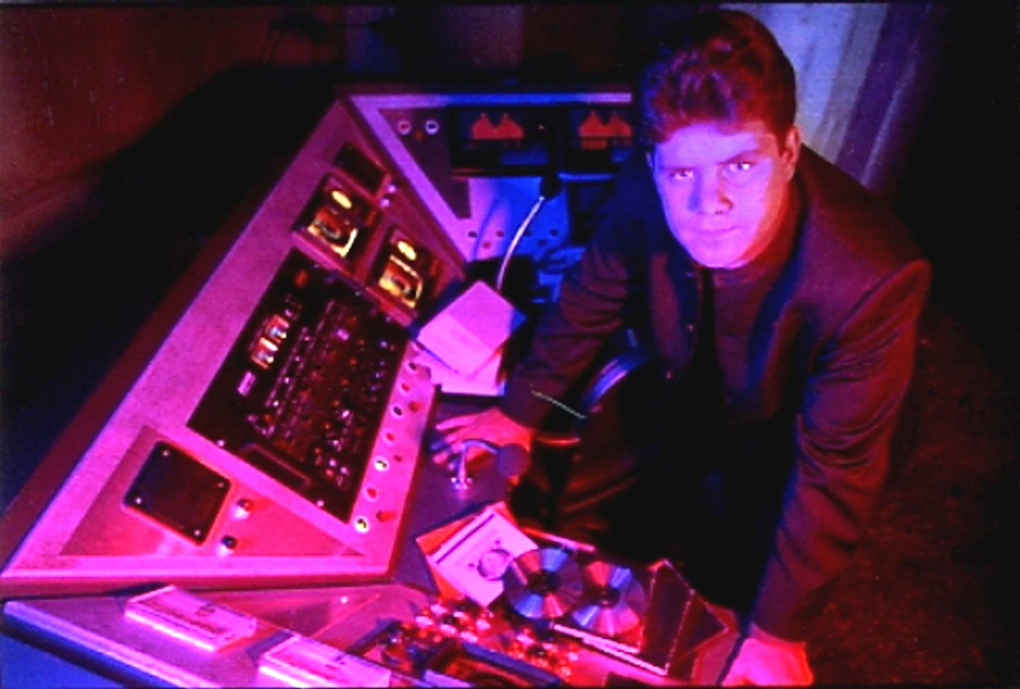Harrison Bergeron (Sean Astin) takes over the tv studio in Harrison Bergeron (1995)