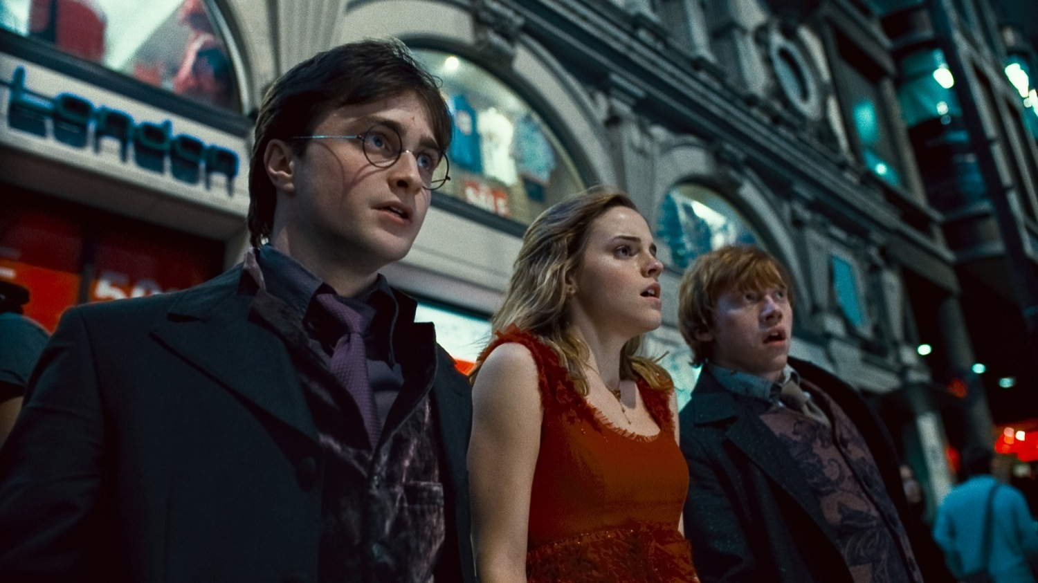Harry Potter (Daniel Radcliffe), Hermione Granger (Emma Watson) and Ron Weasley (Rupert Grint) in Harry Potter and the Deathly Hallows Part 1 (2010)