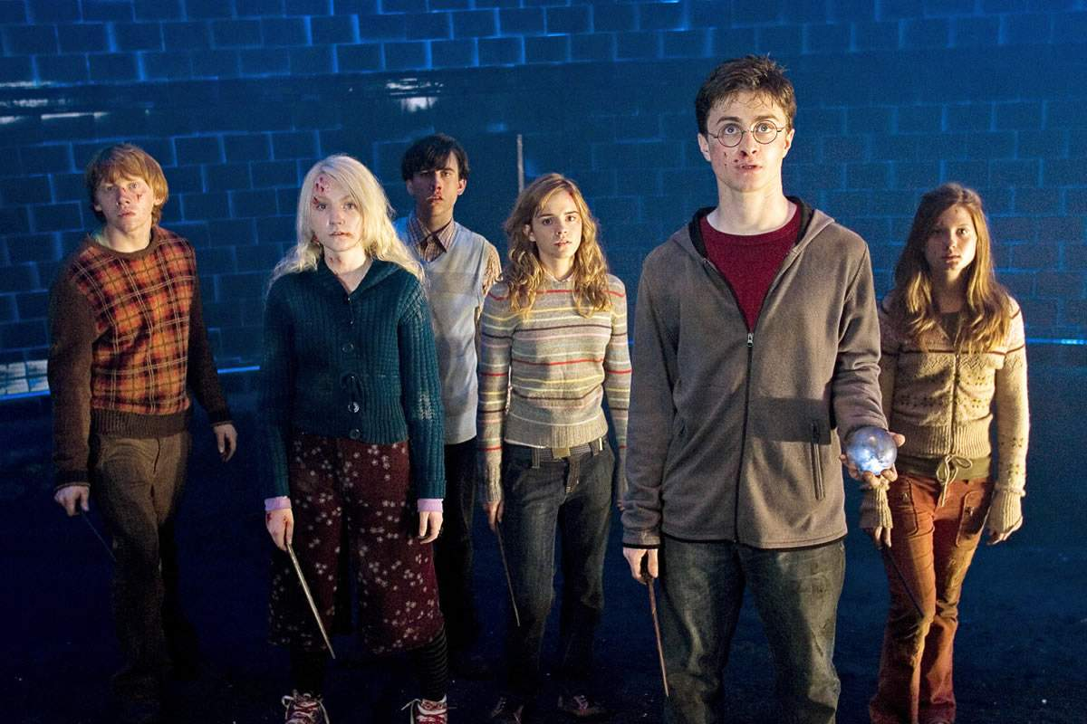 Ron Weasley (Rupert Grint), Luna Lovegood (Evanna Lynch), Neville Longbottom (Matthew Lewis), Hermione Granger (Emma Watson), Harry Potter (Daniel Radcliffe) and Ginny Weasley (Bonnie Wright) in Harry Potter and the Order of the Phoenix (2007)