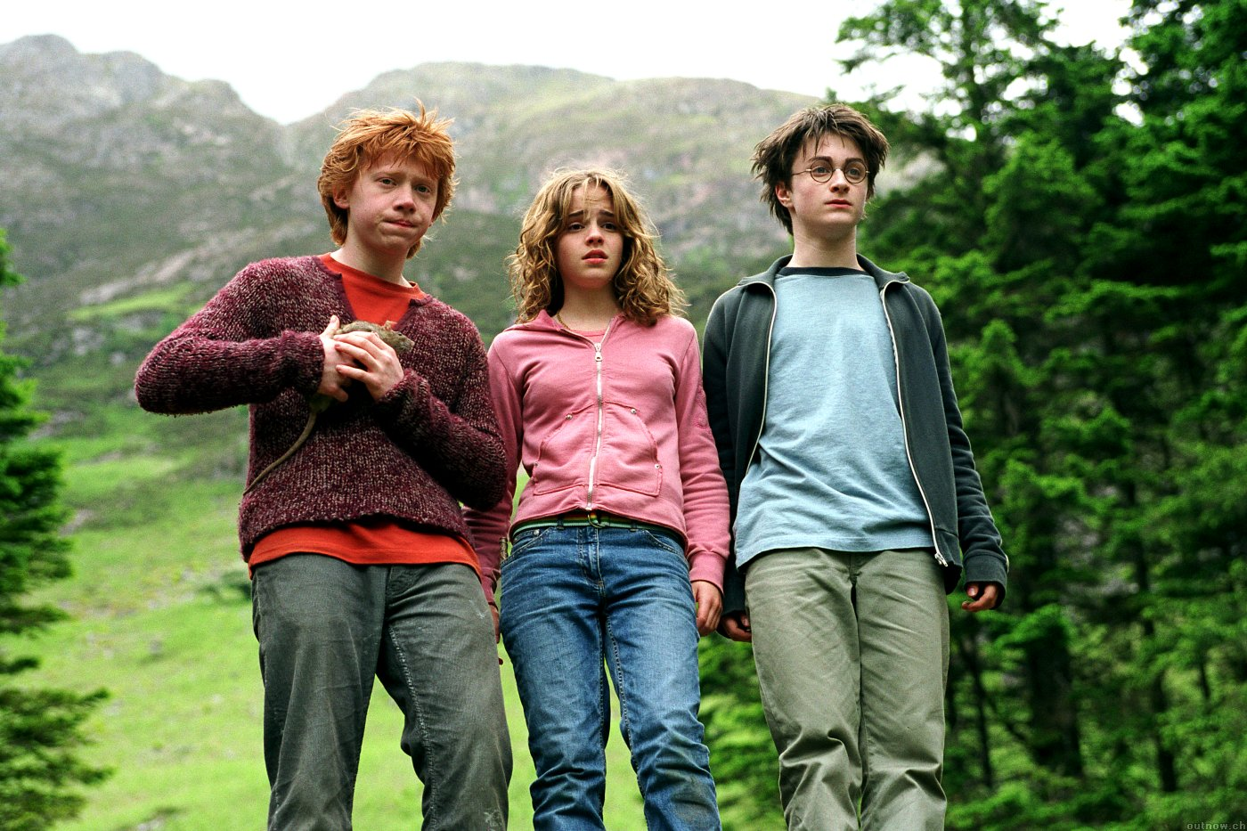 Ron Weasley (Rupert Grint), Hermione Granger (Emma Watson) and Harry Potter (Daniel Radcliffe) in Harry Potter and the Prisoner of Azkaban (2004)