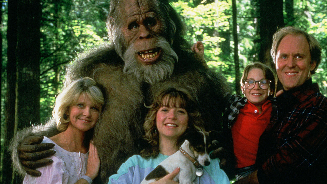 Melinda Dillon, Margaret Langrick, Joshua Rudoy, John Lithgow and Kevin Peter Hall in Harry and the Hdndersons (1087)