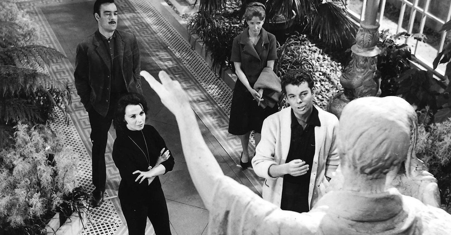 Dr Markway (Russell Johnson), Eleanor (Julie Harris), Theodora (Claire Bloom) and Luke (Russ Tamblyn) in The Haunting (1963)