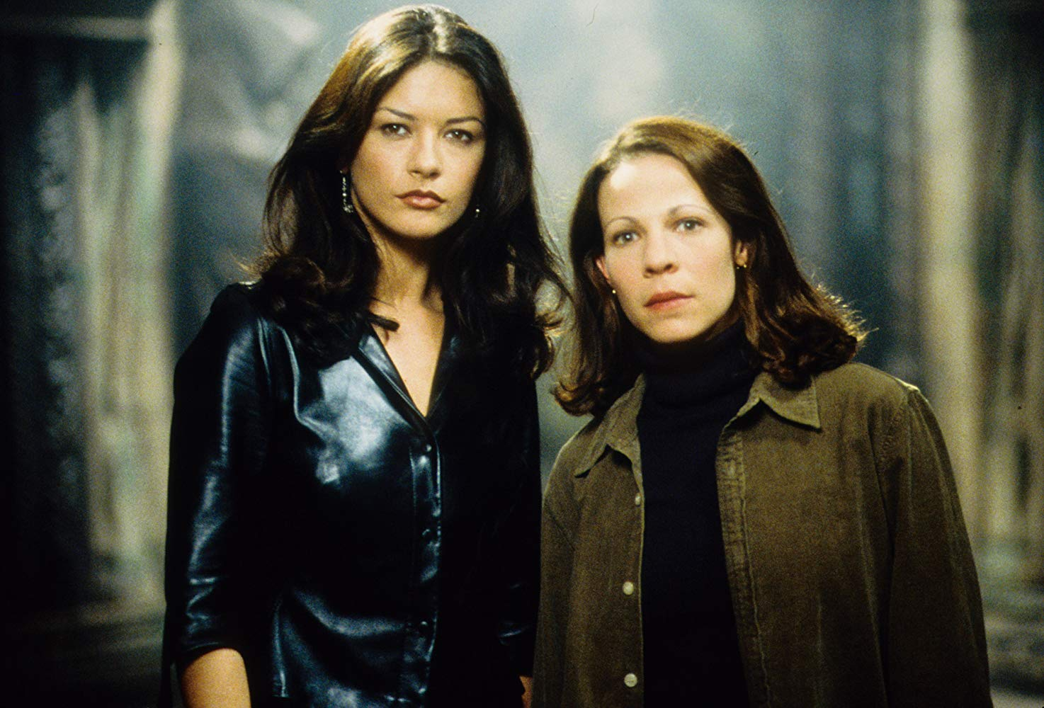 Theo (Catherina Zeta-Jones) and Eleanor (Lili Taylor) in The Haunting (1999)