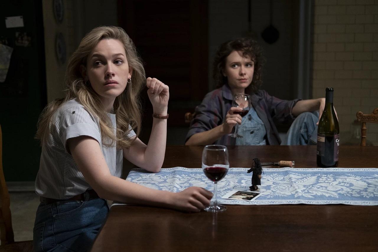 Dani Calyton (Victoria Pedretii) and Jamie (Amelia Eve) in The Haunting of Bly Manor (2020)