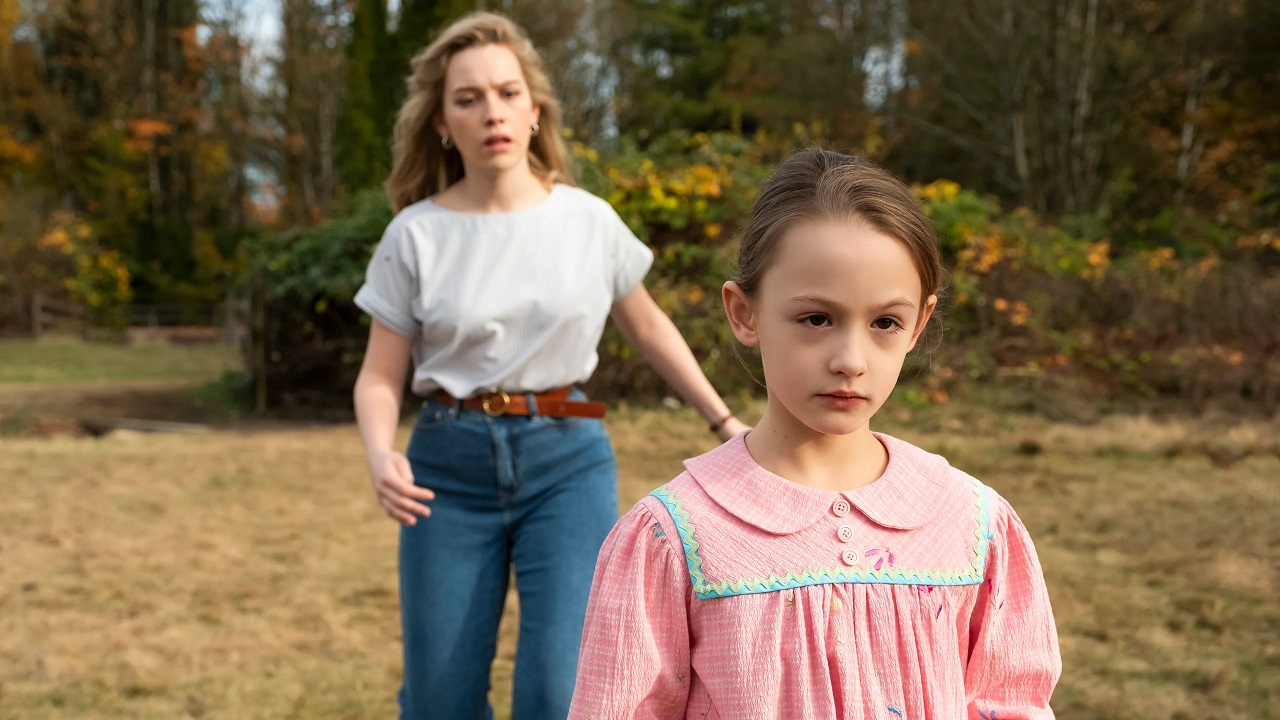 Dani Calyton (Victoria Pedretii) and Flora (Ameilie Bea Smith) in The Haunting of Bly Manor (2020)
