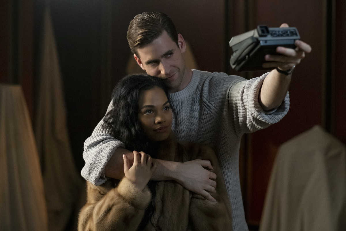 Quint (Oliver Jackson-Cohen) and Miss Jessel (Tahirah Sharif) in The Haunting of Bly Manor (2020)