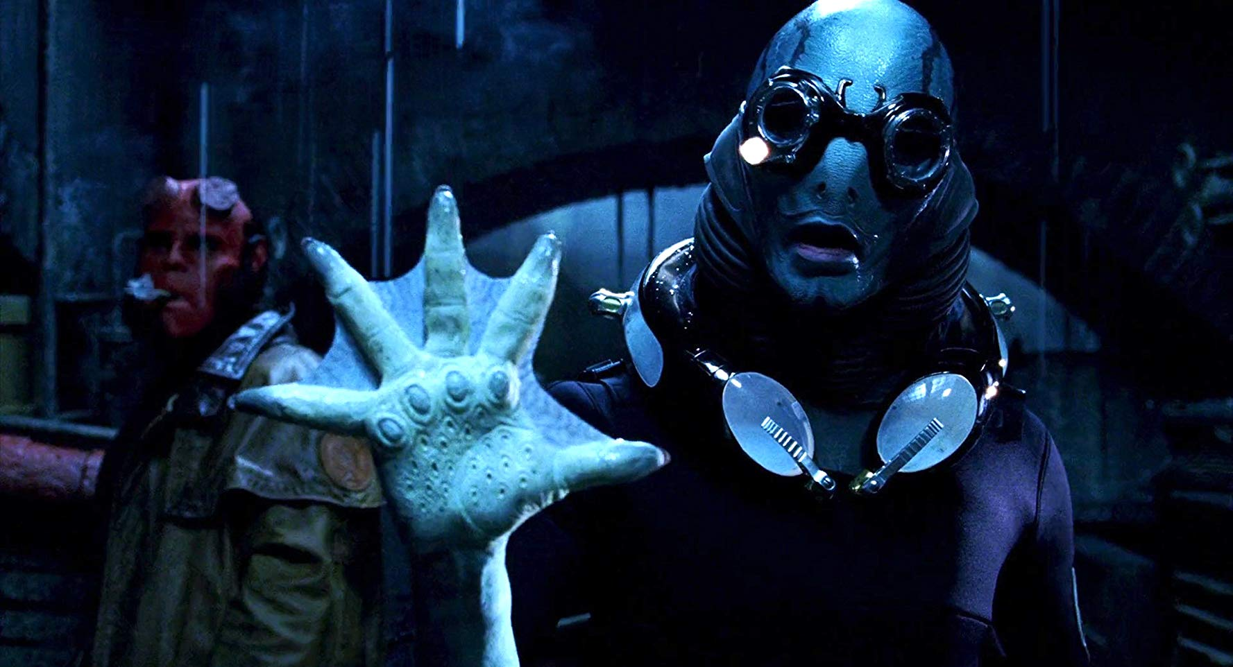 (l to r) Hellboy (Ron Perlman) and Abe Sapien (Doug Jones) in Hellboy (2004)