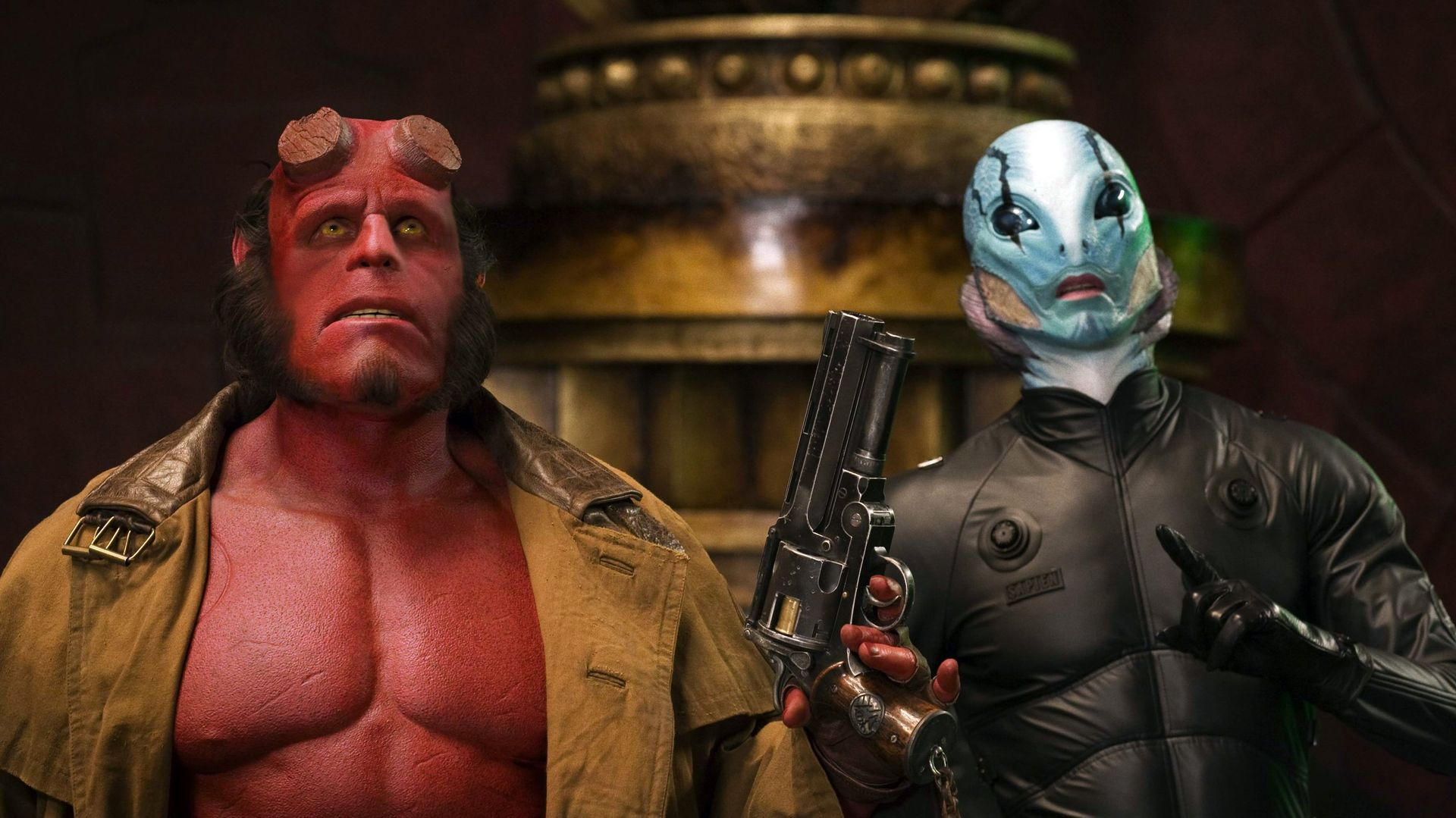 (l to r) Hellboy (Ron Perlman) and Abe Sapien (Doug Jones) in Hellboy II: The Golden Army (2008)