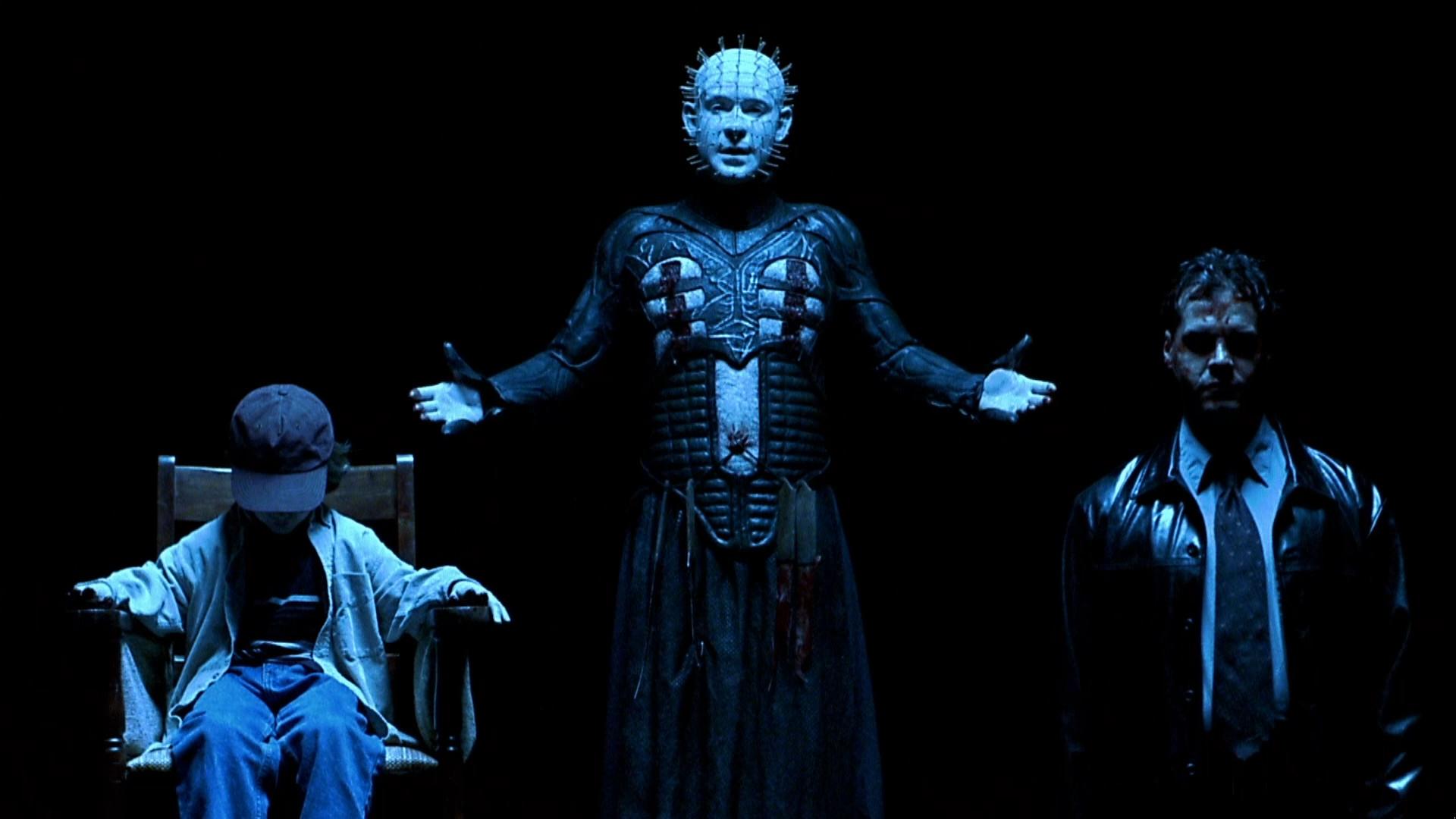 Pinhead (Doug Bradley) (c) with J.B Gaynor (l) and Craig Sheffer (r) held prisoner in Hellraiser: Inferno (2000)