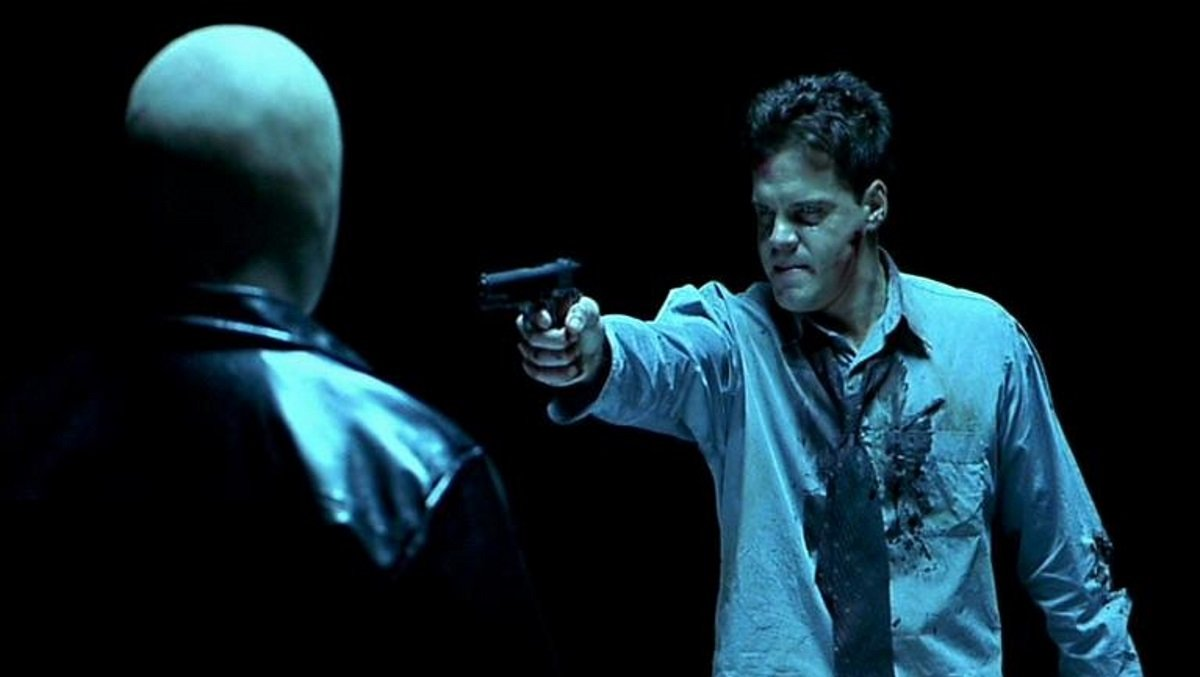 Detective Craig Sheffer confronts the mysterious The Engineer in Hellraiser: Inferno (2000)