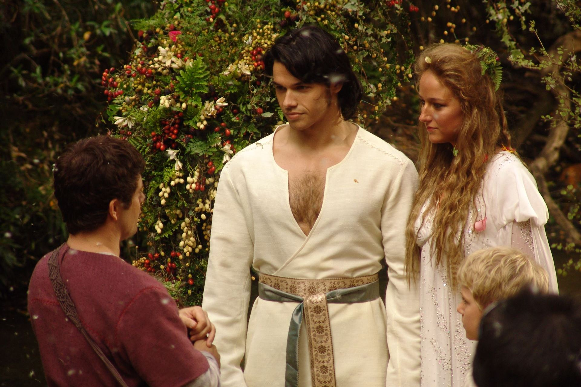 Hercules (Paul Telfer) and Deianeira (Leelee Sobieski) marry in Hercules (2005)