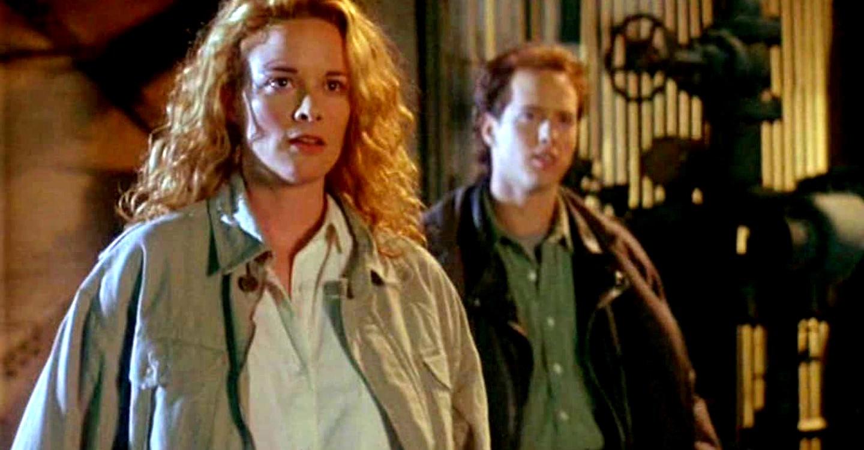 Kate Hodge and Rafael Sbarge in The Hidden II (1994)