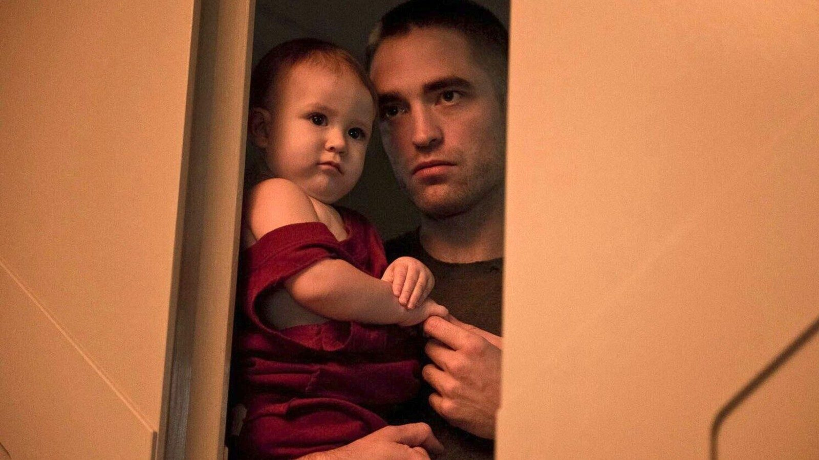 Monte (Robert Pattinson) tends his infant daughter Willow (Scarlett Lindsey) alone on a spaceship in High Life (2018)