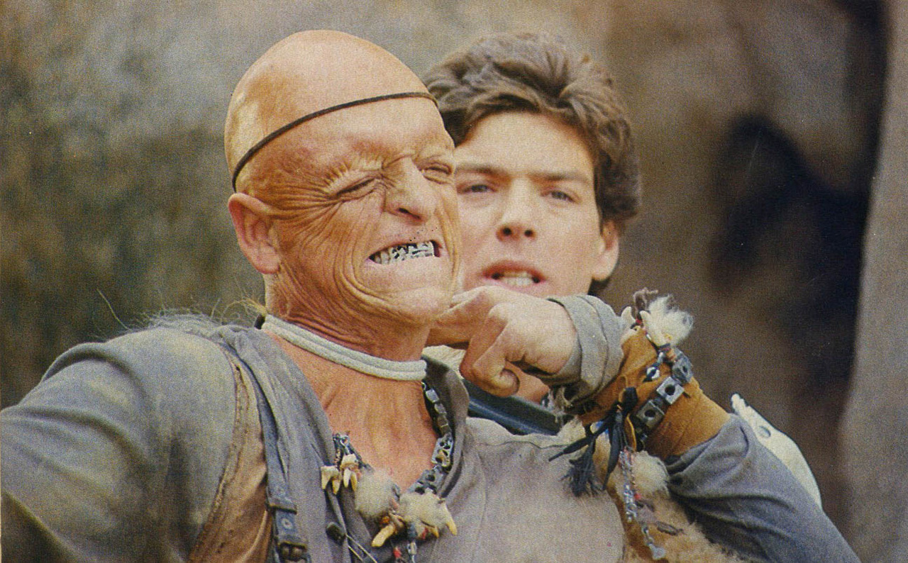 Kevin Spirtas (r) threatens Pluto (Michael Berryman) (l) in The Hills Have Eyes Part II (1985)