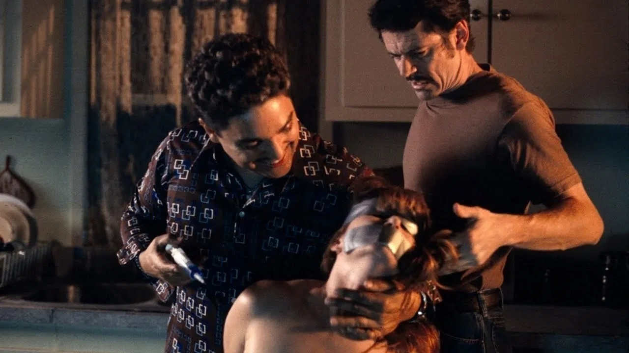 Angelo Buono (Nicholas Turturro) and Kenneth Bianchi (C. Thomas Howell) attack a victim in The Hillside Strangler (2004)