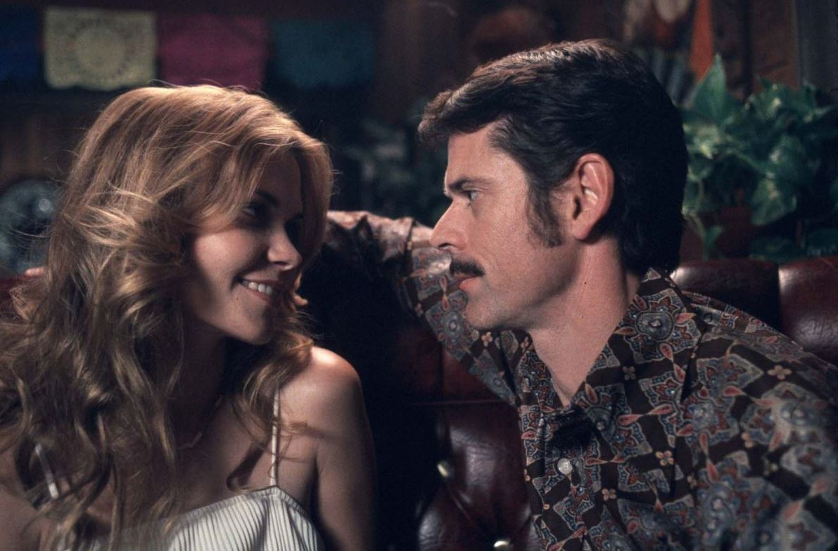 C. Thomas Howell as Kenneth Bianchi puts the moves on Allison Lange in The Hillside Strangler (2004)