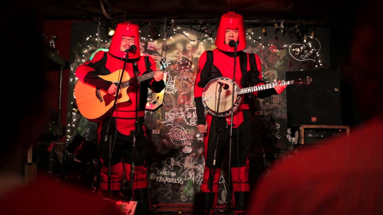 Alien bluegrass band - Jay Klaitz and Nils d'Aulaire in The History of Future Folk (2012)