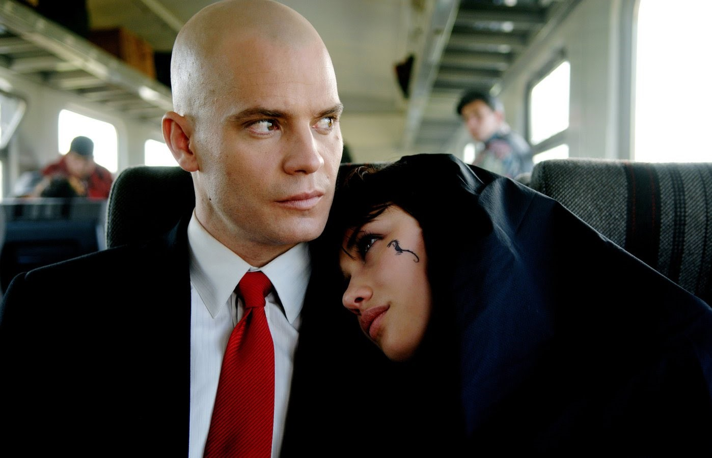 Timothy Olyphant and Olga Kurylenko in Hitman (2007)