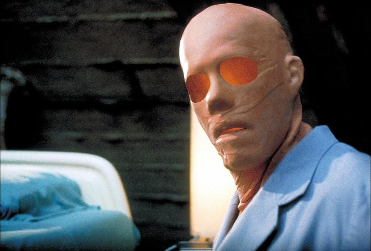 An invisible Kevin Bacon in Hollow Man (2000)
