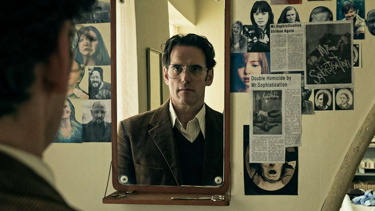 Jack (Matt Dillon) rehearses his expressions in front of a mirror in The House That Jack Built (2018)
