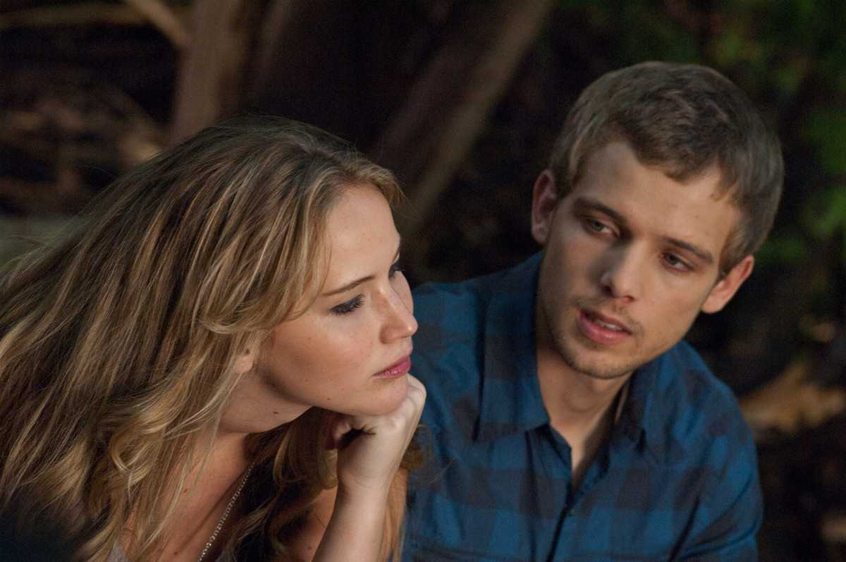 Jennifer Lawrence and Max Thieriot in The House at the End of the Street (2012) - a regular teen romance at first glance